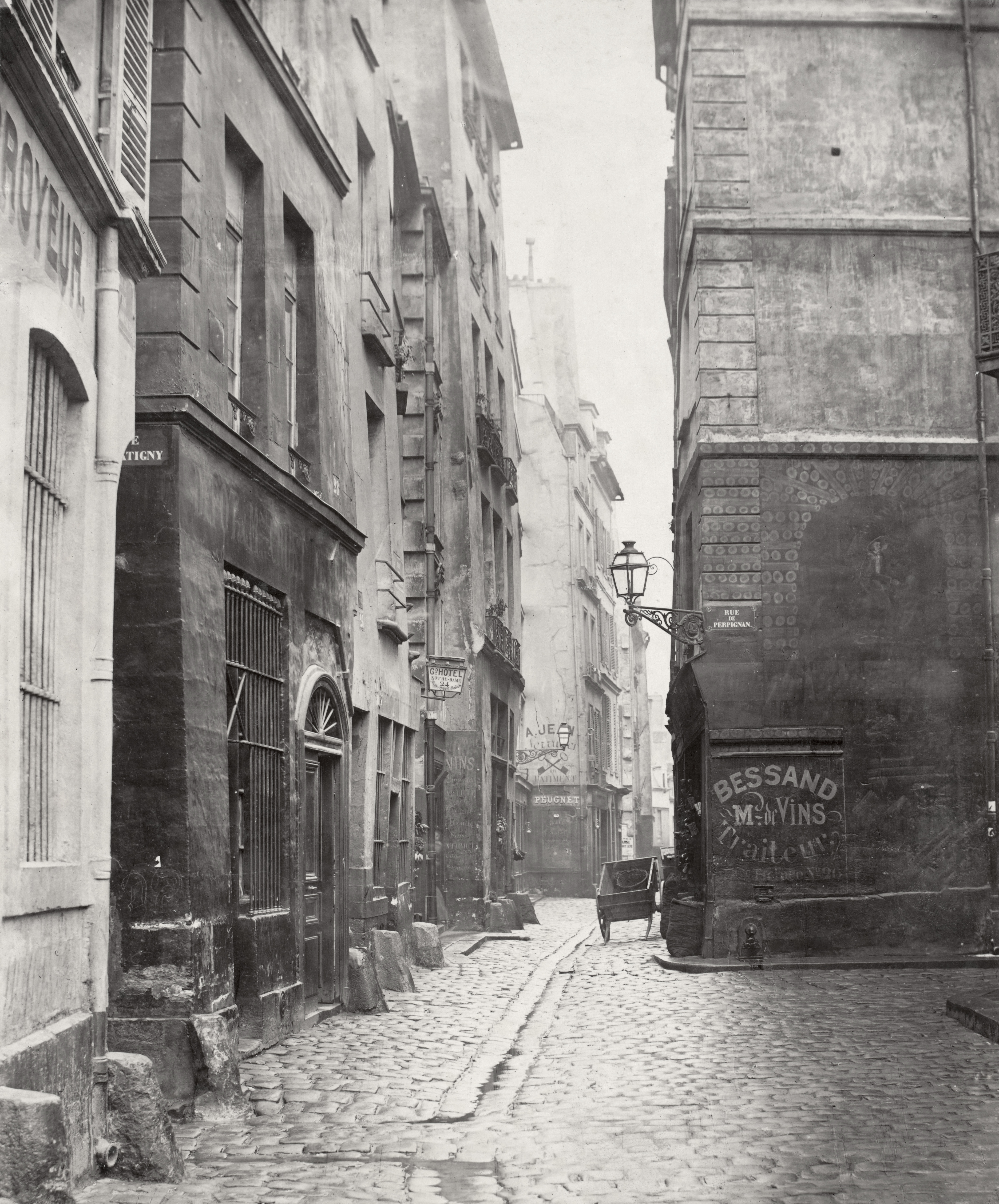 Charles_Marville,_Rue_des_Marmousets,_ca._1853–70 (1)