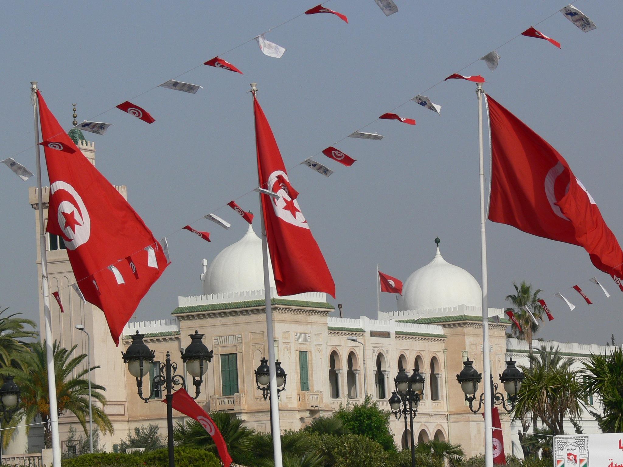 أزمة السياسة في تونس.. لماذا يُحجم الناس عن المشاركة السياسية؟ - ساسة بوست