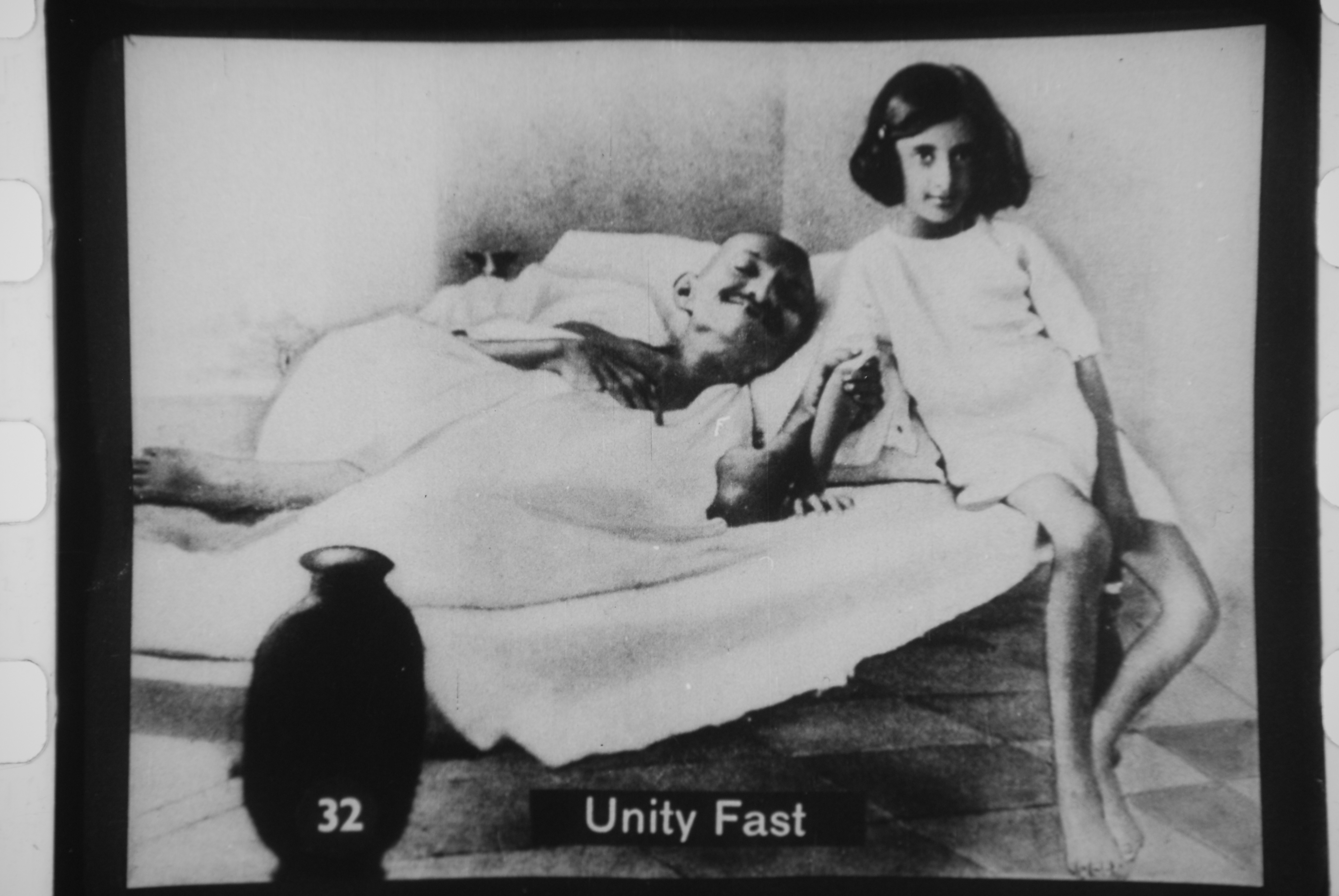 Gandhi_fasting_with_Indira.jpg