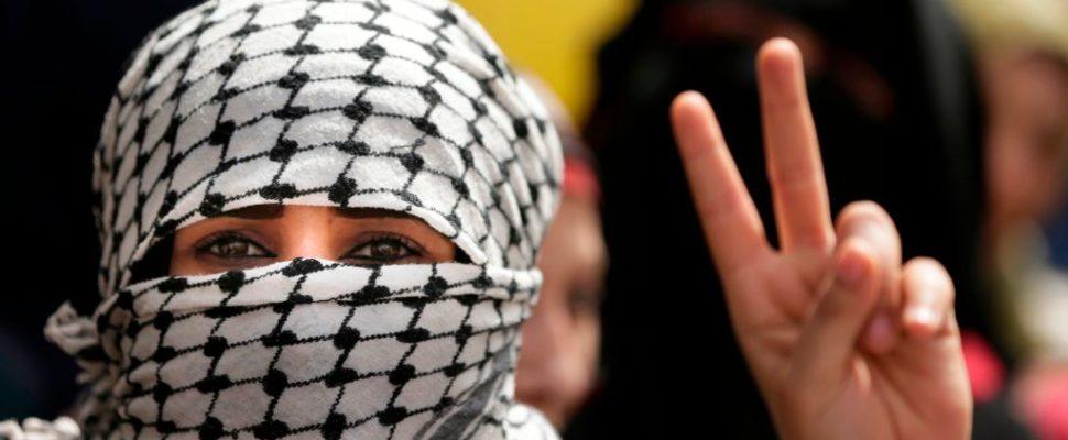 تظل قضية الأسرى الفلسطينيين أحد أهم قضايا النضال الفلسطيني