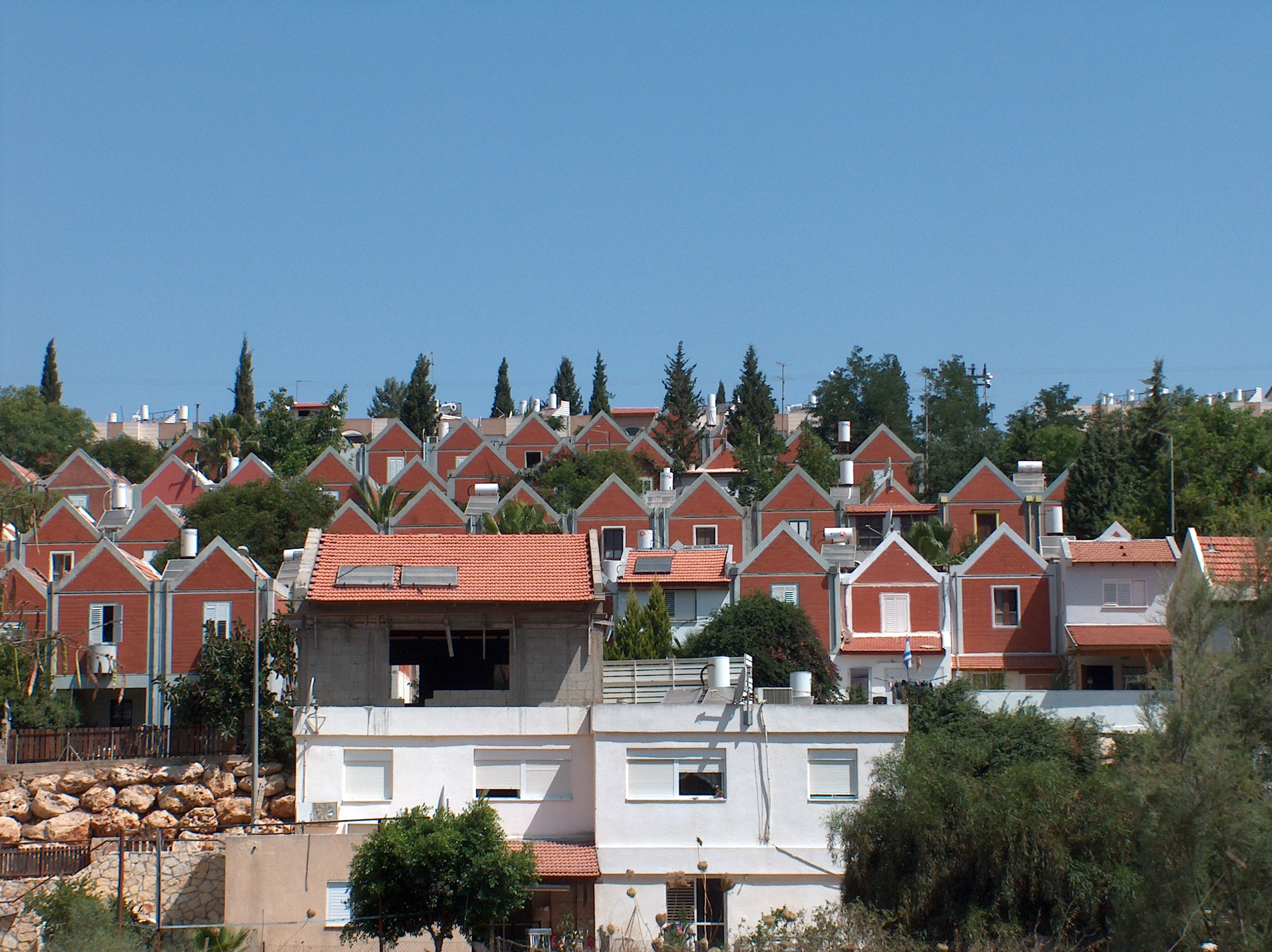 MaaleAdummim_red-roof
