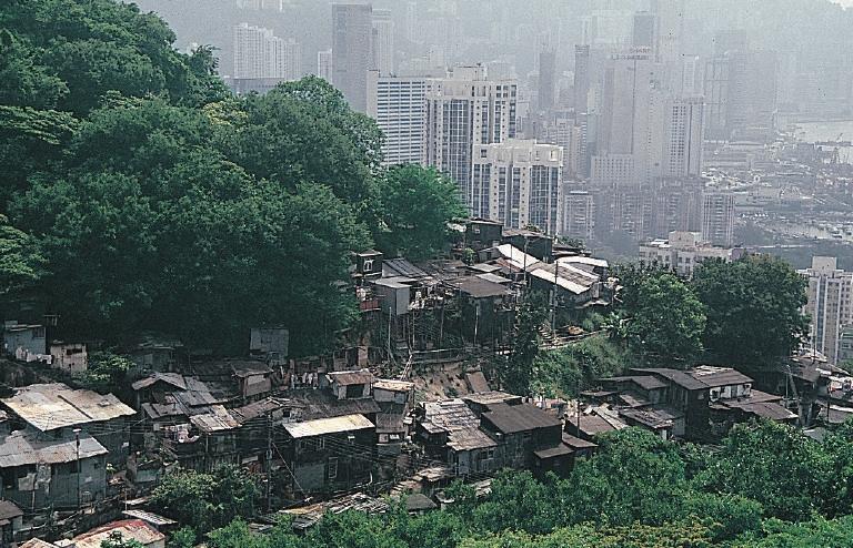 Shanty_housing_in_Hong_Kong