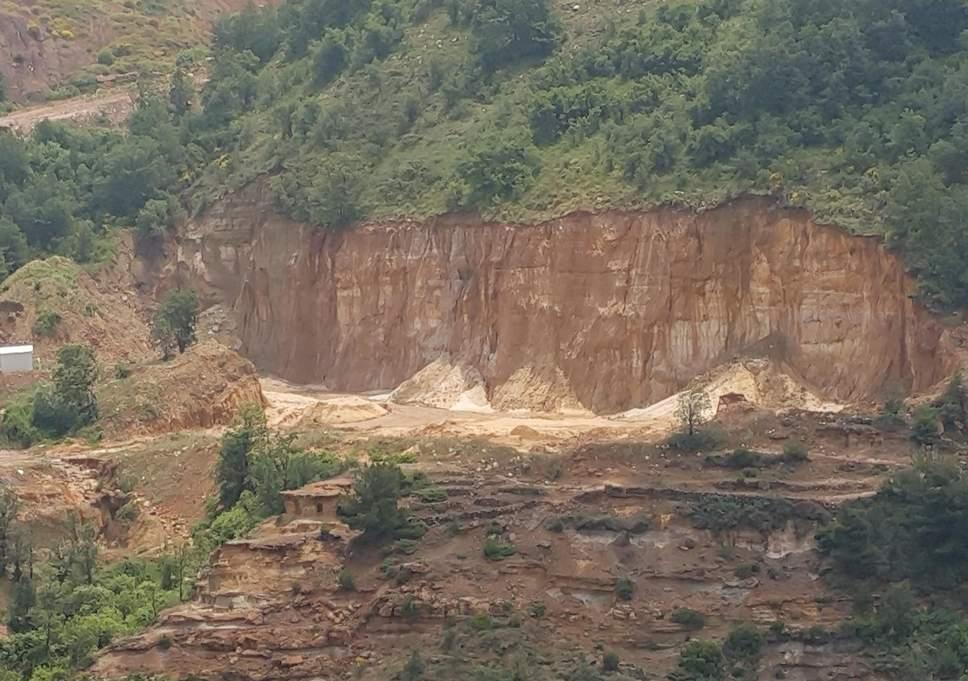 مترجم «روبرت فيسك»: جبال لبنان a-quarry-cuts-into-an-entire-hill-in-the-lebanese-mountains-at-tarshish.jpg