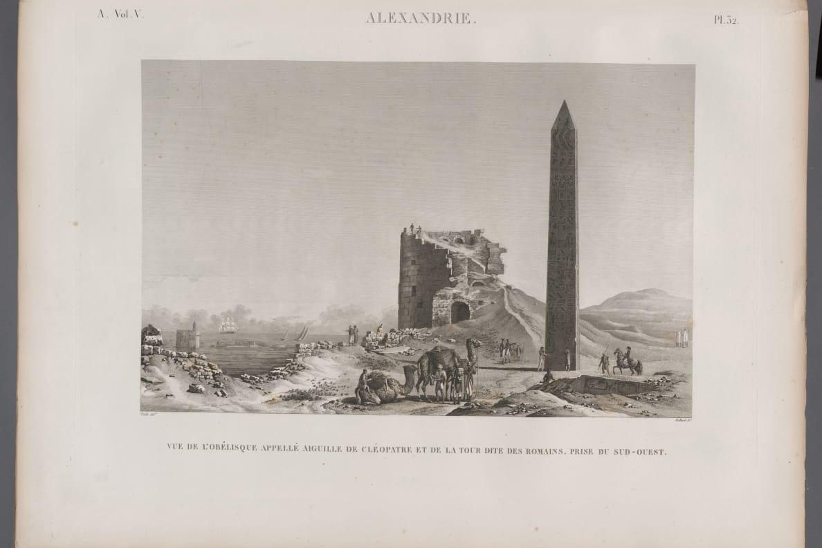 صور من الإسكندرية قرابة عام 1800، ويظهر على شاطئها المسلة التي كانت قائمة، والأخرى المدفونة في الرمال.