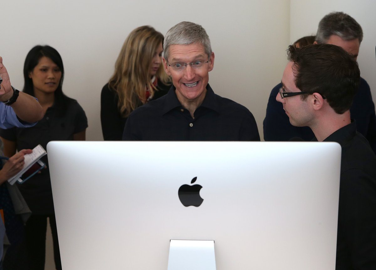 apple-sold-571-million-macs-last-quarter-thats-enough-to-give-everyone-in-the-state-of-minnesota-his-or-her-own-computer-with-some-left-over