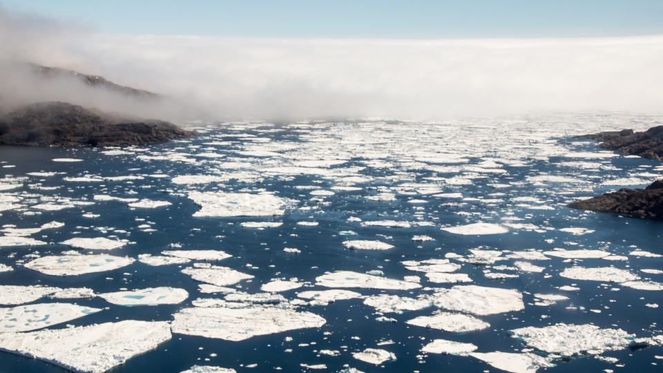 جليد القطب الشمالي الذائب