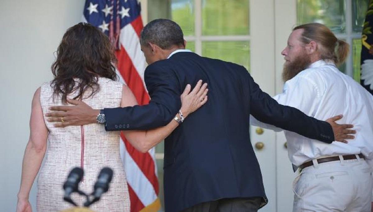 أوباما بعد انتهاء مؤتمر مع أهل الجندي بو بيرجدال