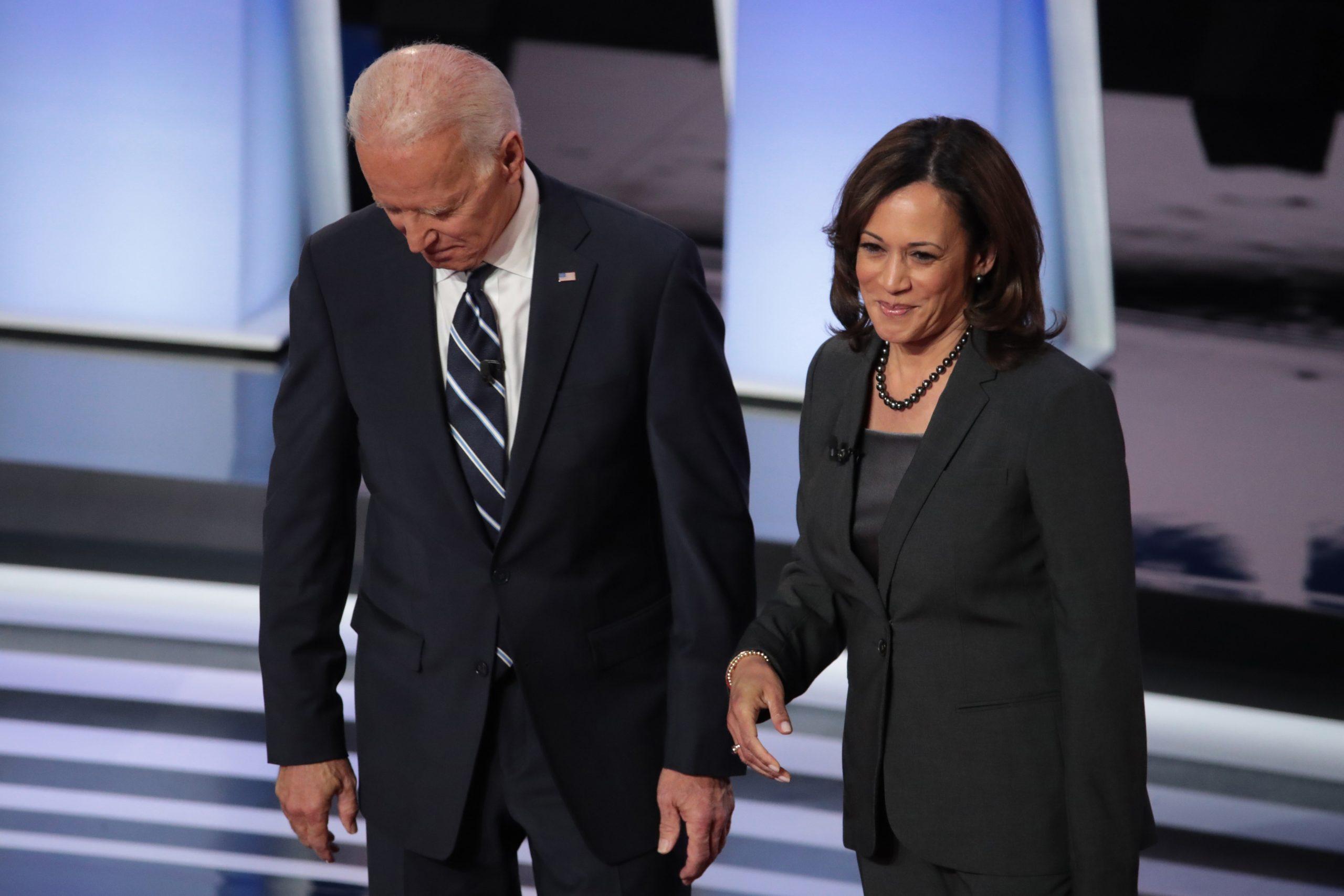 «إندبندنت»: كامالا هاريس أم مايك بنس..من سيكون نائب الرئيس الأمريكي القادم؟