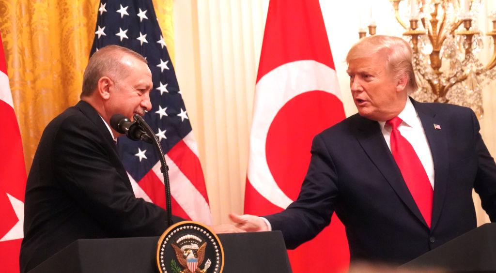 واشنطن بوست»: ترامب لا يهتم سوى بـ«نفط» الشرق الأوسط.. وهذا ما يفعله لضمانه