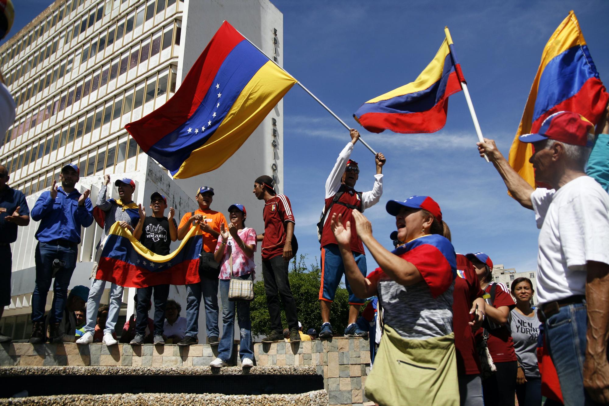 أنصار غوايدو يتظاهرون ضد مادورو في فنزويلا