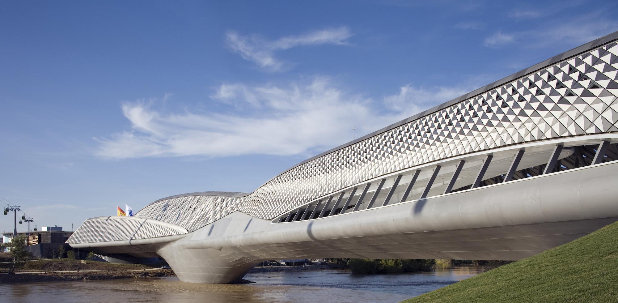 جسر بافليون في سرقسطة