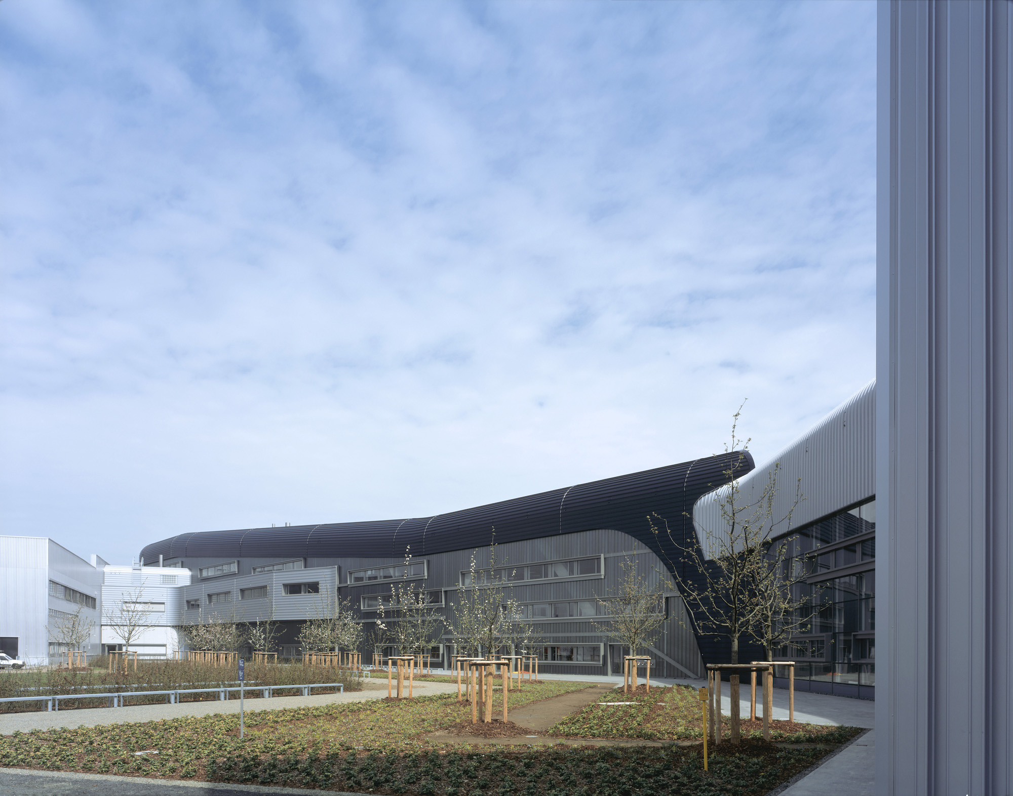 مبنى BMW الذي صممته زها حديد