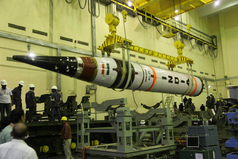 صورة للصاروخ الهندي بعيد المدى (Agni-5)، الذي يمكنه حمل رؤوس نووية.