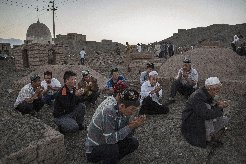 هكذا تستخدم الصين التقدم التكنولوجي لإبادة مسلمي الإيغور