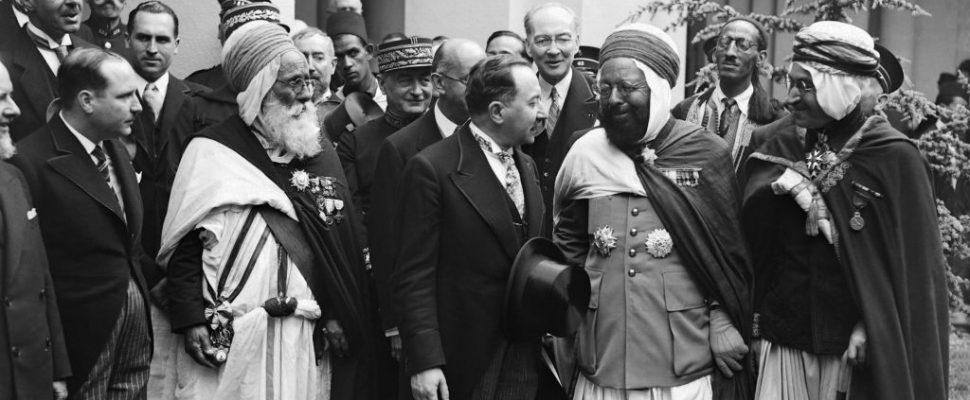 «دين في خدمة الخيانة».. كيف تورط الشيوخ في شرعنة احتلال فرنسا للبلاد المسلمة؟