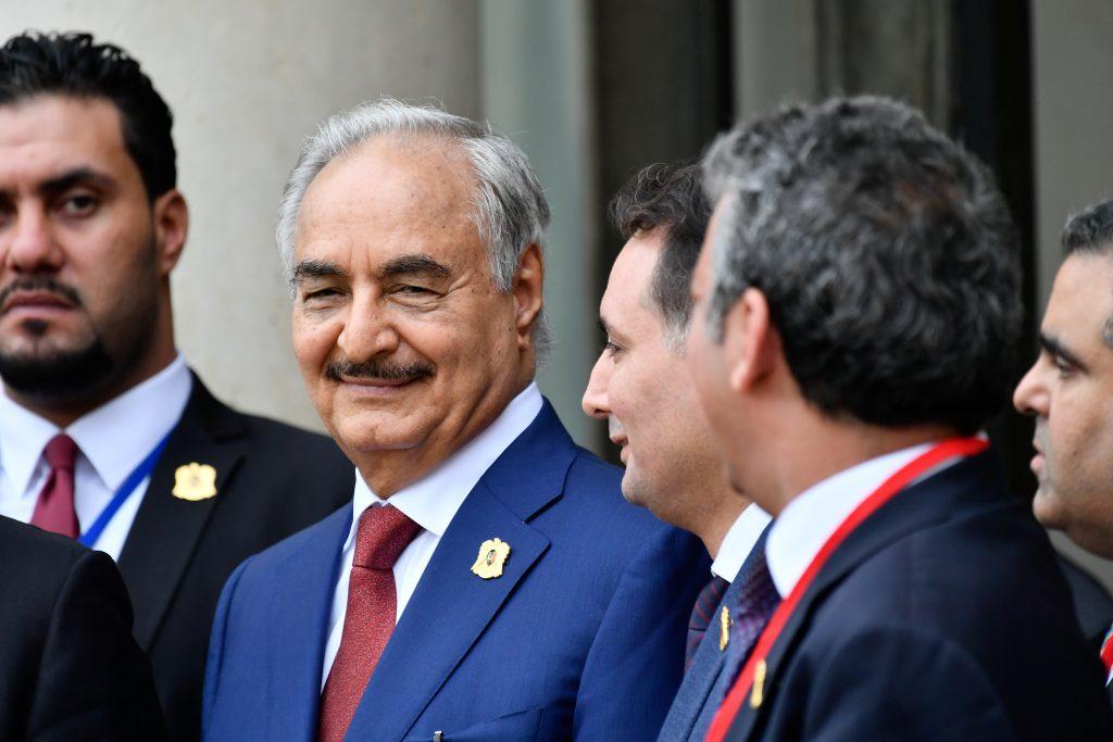 بعد «سحق» ثوراتهم.. لا تزال الشعوب العربية تتطلع إلى الديمقراطية -حفتر