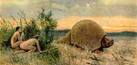 الحضارة الإنسانية القديمة: بشر عراة يحاولون اصطياد أحد الحيوانات