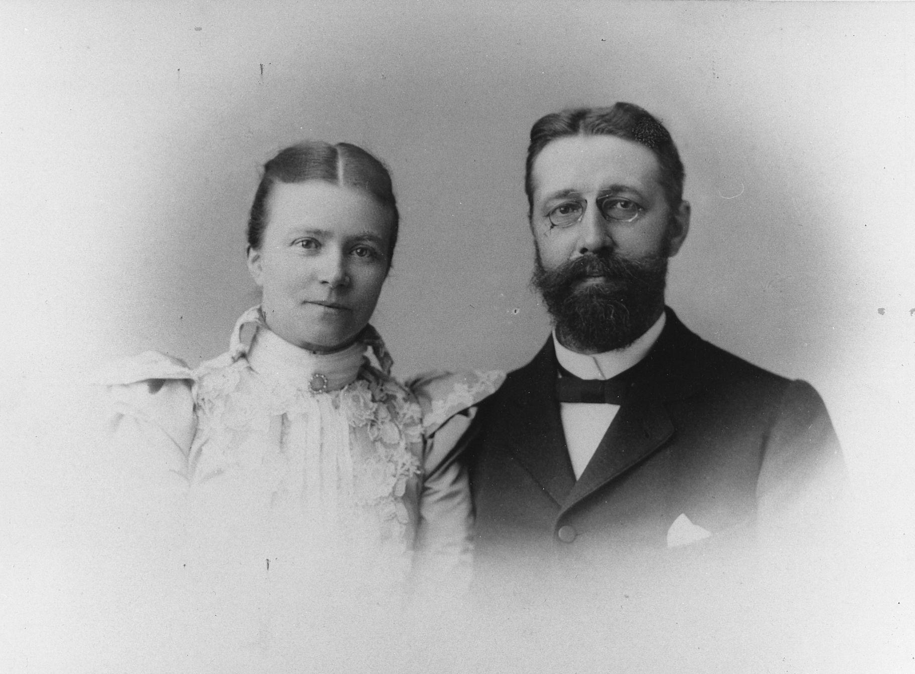 صورة تجمع ماكس فيبر مع زوجته آنا