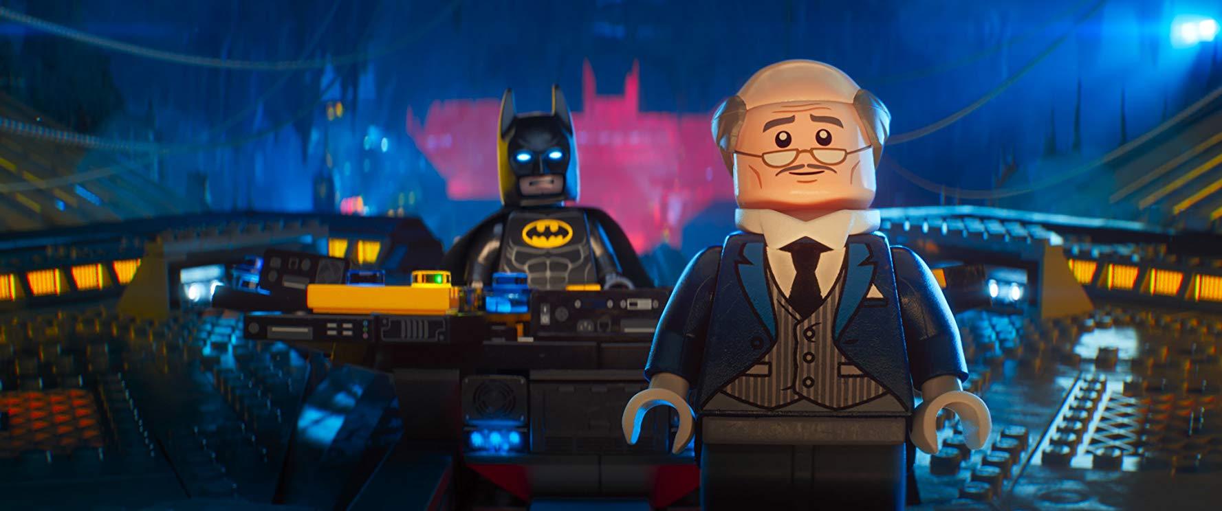 باتمان وألفريد في فيلم «The Lego Batman Movie».