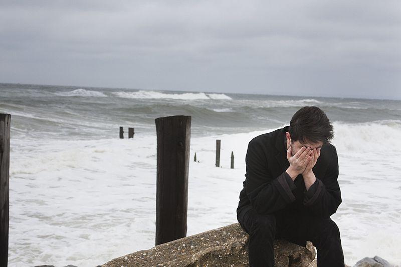قد يكون الحزن من أسوأ المشاعر السلبية التي قد تنتاب الإنسان