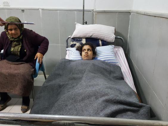 دناندا سيدو 15 عامًا مستشفى عفرين. مصدر الصورة: الإندبندنت
