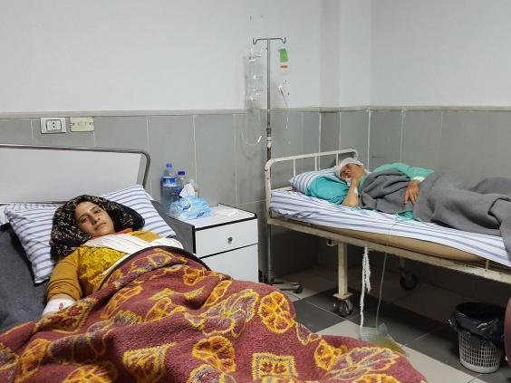 كفاح موسى مصابة في مستشفى عفرين إثر غارة تركية. مصدر الصورة: الإندبندنت