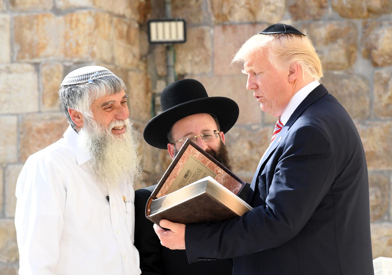 لماذا تدافع أمريكا عن إسرائيل