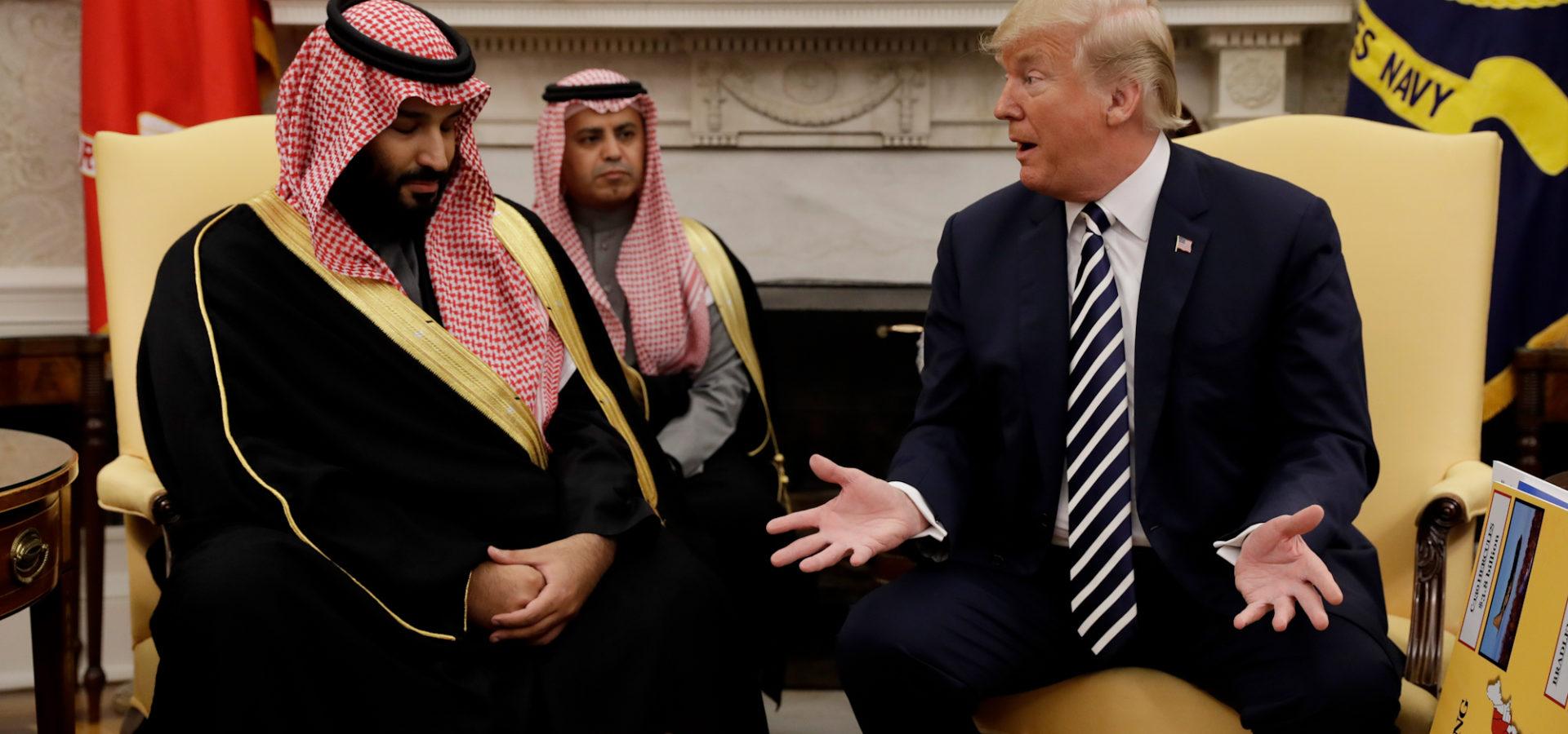 دونالد ترامب، الرئيس الأمريكي، مع الأمير محمد بن سلمان آل سعود، ولي العهد السعودي